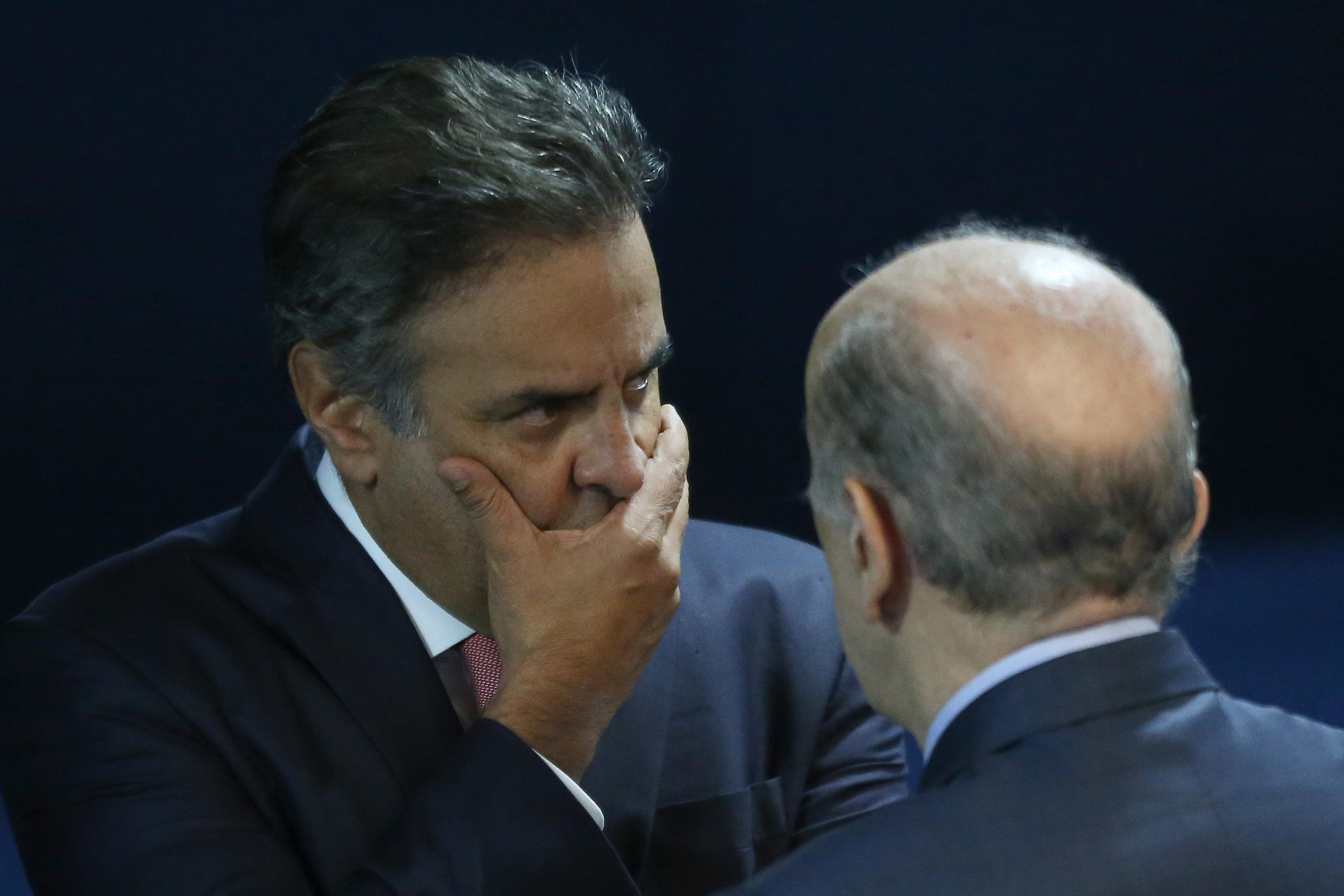 Aécio Neves é afastado do mandato de senador
