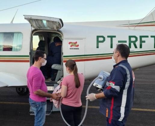 Aeronave do Estado transporta bebê com AME para tratamento na Capital