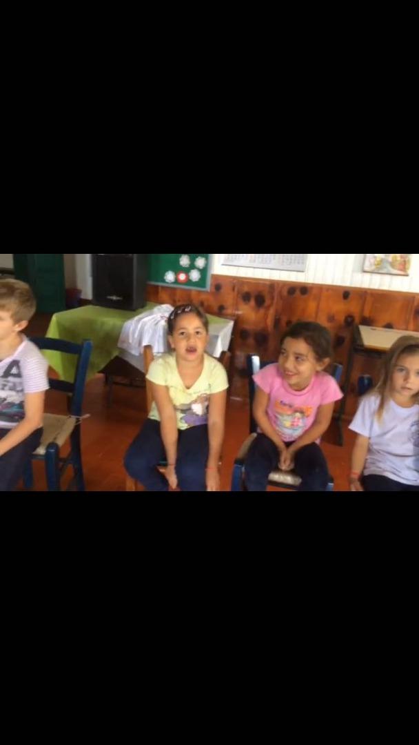 Alunos do Pró Menor cantam música em homenagem ao Dia das Mães