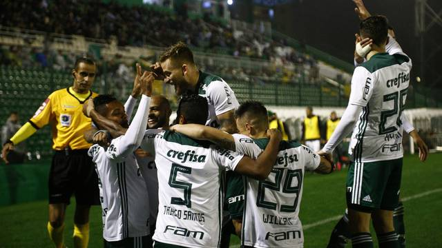 VÍDEO: Chape perde para o Palmeiras e afunda no Z4