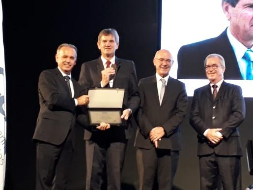 Ex secretário de Agricultura de SC recebe medalha de reconhecimento