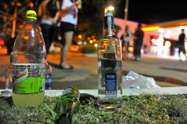 Projeto que proíbe consumo de álcool nas ruas deve ser votado em julho