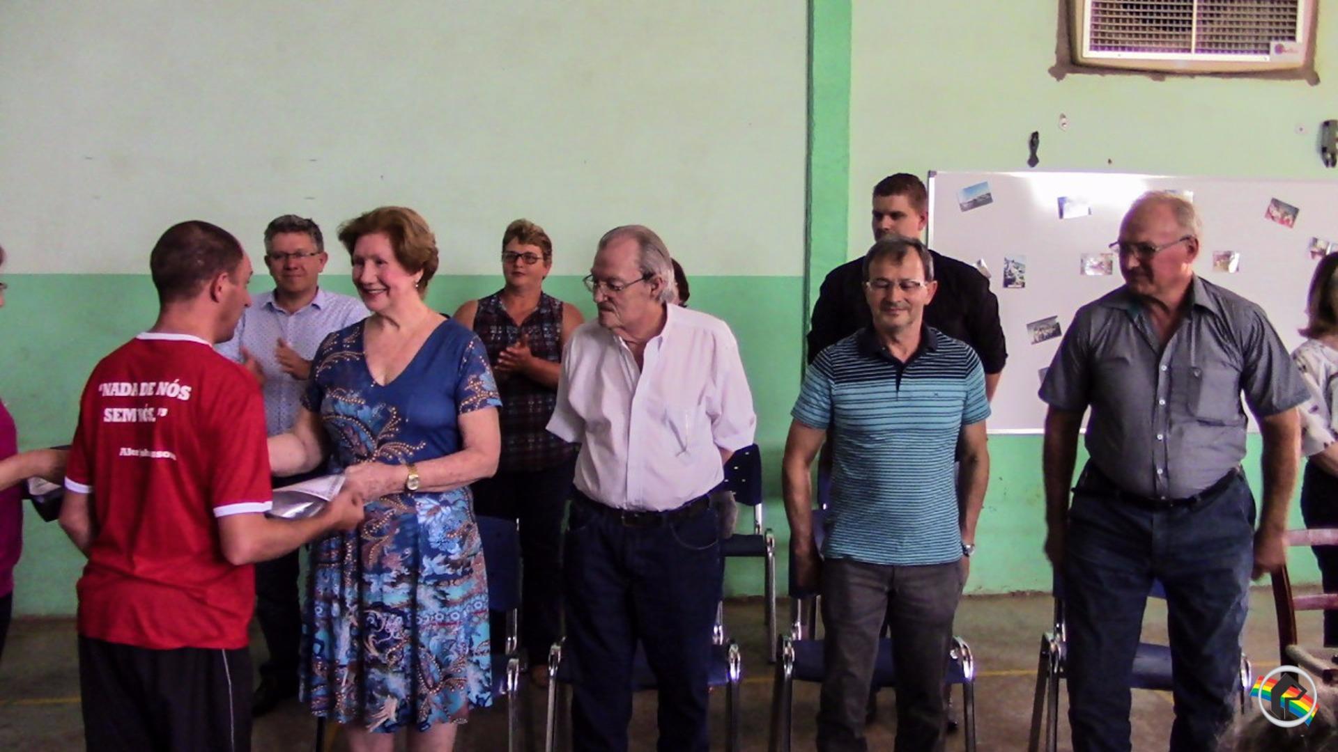 VÍDEO: Apae completa 39 anos e inaugura Galeria dos Ex-presidentes