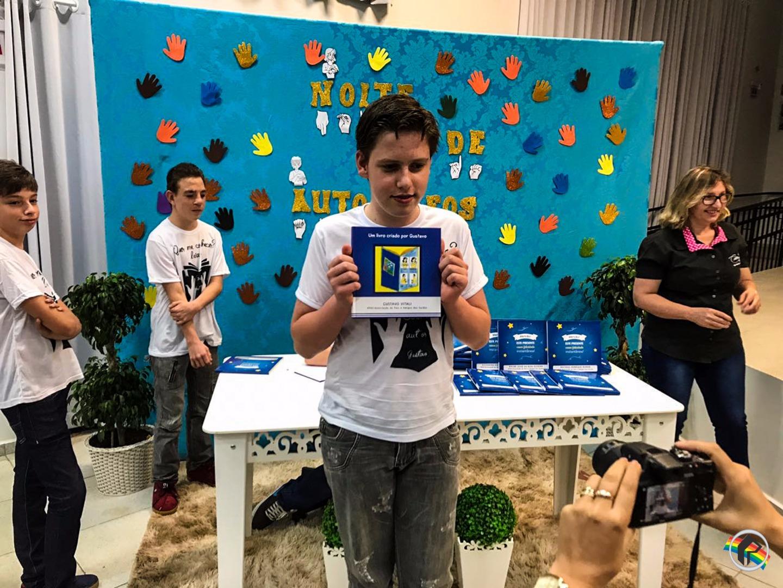 Apas de São Miguel do Oeste lança livro com a participação de cinco alunos