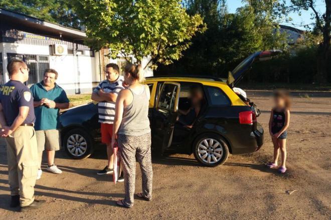 Carro argentino que seguia para SC é flagrado com sete pessoas no RS