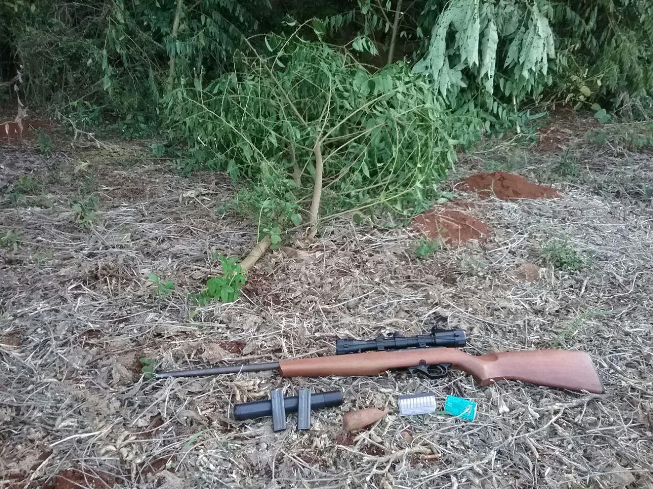 Polícia Militar apreende arma de fogo usada para caça de aves