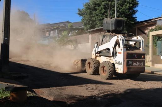 Ruas de São José do Cedro são contempladas com asfalto e melhorias nesta semana