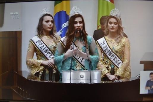 Prefeito e soberanas de Iporã do Oeste divulgam feira FAIC na Assembleia Legislativa