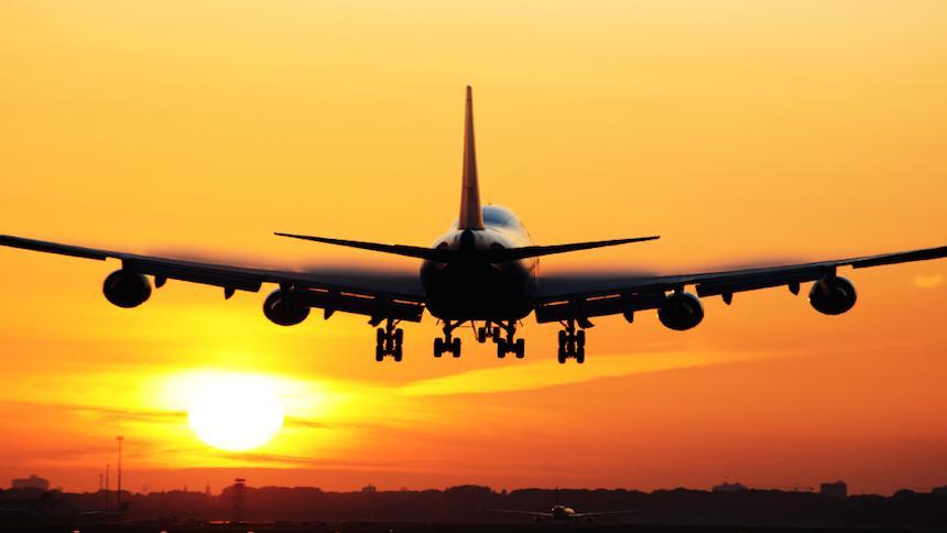 Temer assina MP que libera até 100% de capital estrangeiro em companhias aéreas brasileiras