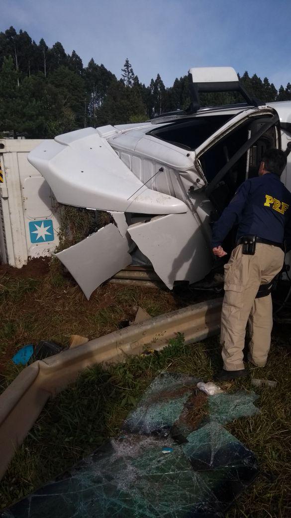 Caminhão de São João do Oeste se envolve em acidente na BR 282 em Ponte Serrada