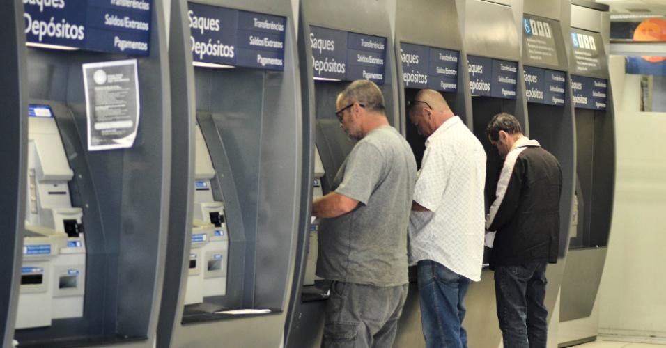 Agências bancárias fecham nesta sexta e só reabrem na terça-feira