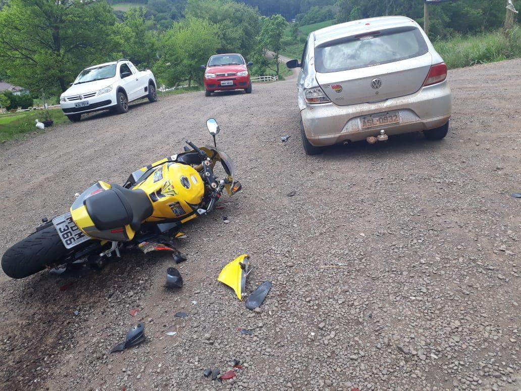 Motoqueiro fica ferido em acidente no interior