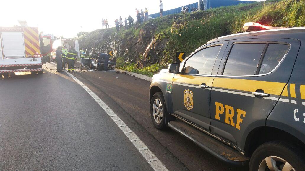 Uma pessoa morre e outra fica ferida em capotamento na BR-282