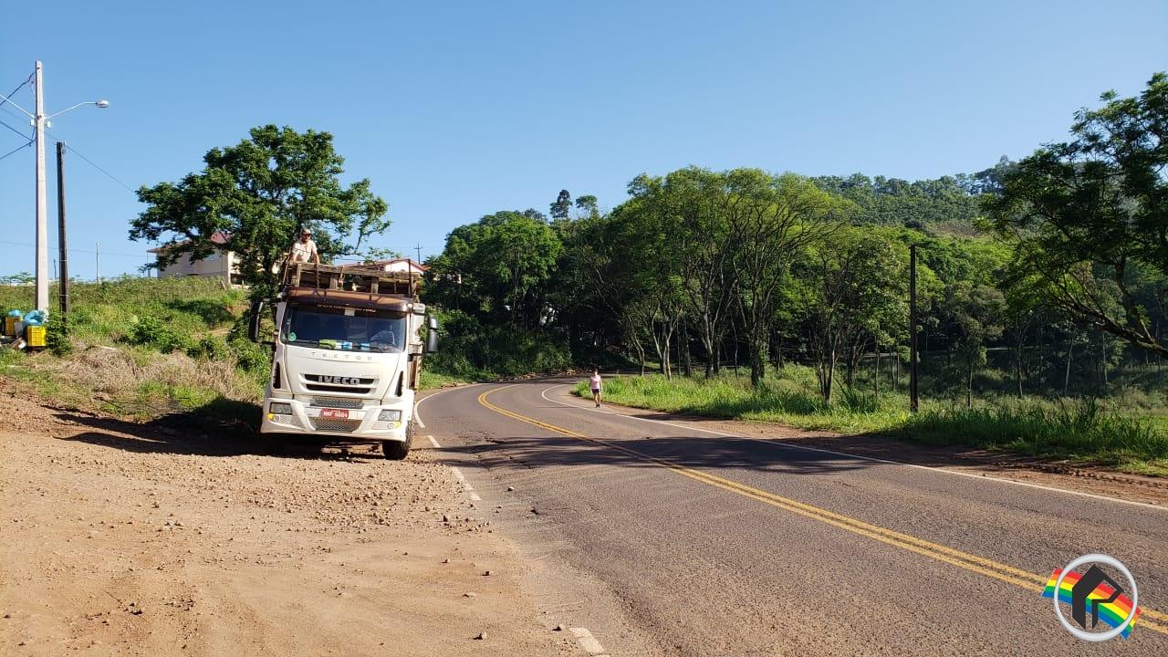 Carga se desprende de caminhão na SC 163