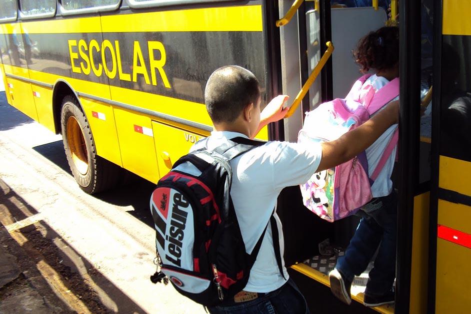 Moradora reclama de falta de transporte escolar no município