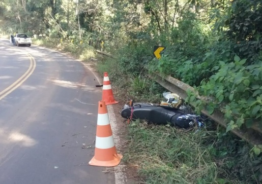 Colisão causa ferimentos leves em motociclista na SC-305