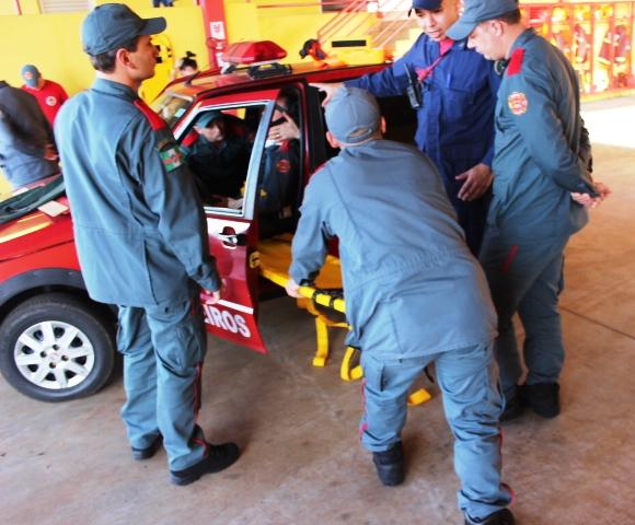 Bombeiros Civis Profissionais passam por treinamento