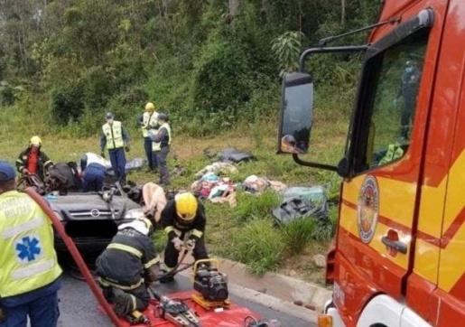 Acidente deixa quatro pessoas mortas na BR-470