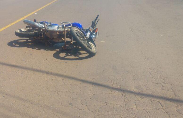 Motociclista fica ferido em colisão no centro de São José do Cedro