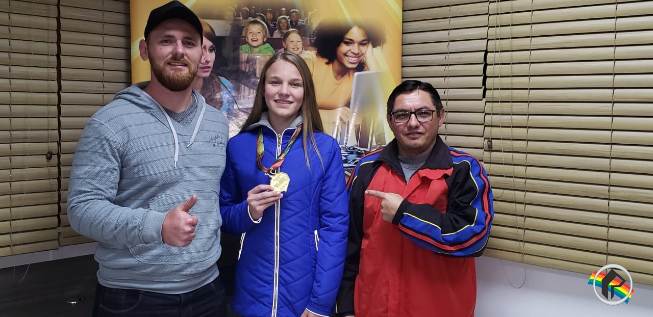 Campeã estadual de salto em distância participa de programa esportivo na Rádio Itapiranga