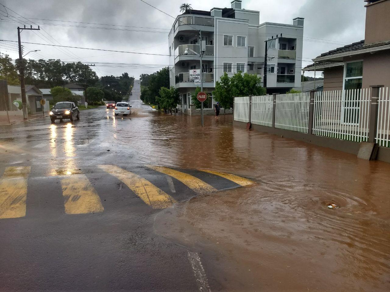 Ruas e casas de São José do Cedro voltam a registrar alagamentos