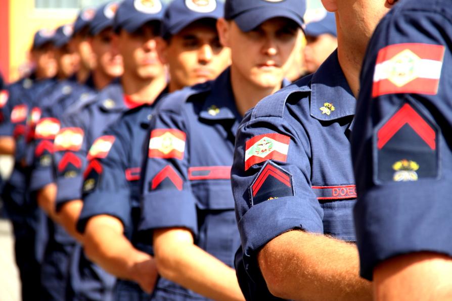 OUÇA: enquete com novos soldados Bombeiro Militar