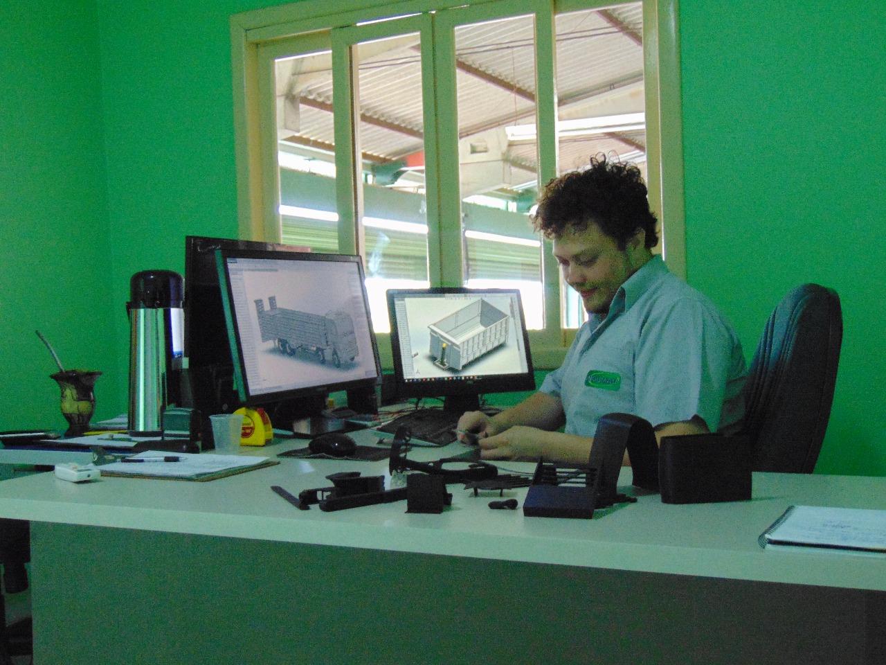 Rapaz da região se destaca com invenções para vários setores