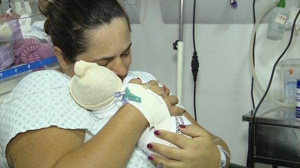 Gêmeas nascem com três dias de diferença em Francisco Beltrão