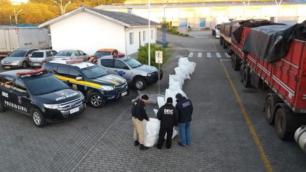 Polícia apreende carreta com 800 KG de maconha