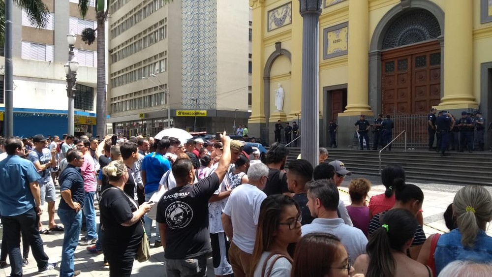 Homem invade missa, mata quatro e comete suicídio na Catedral de Campinas