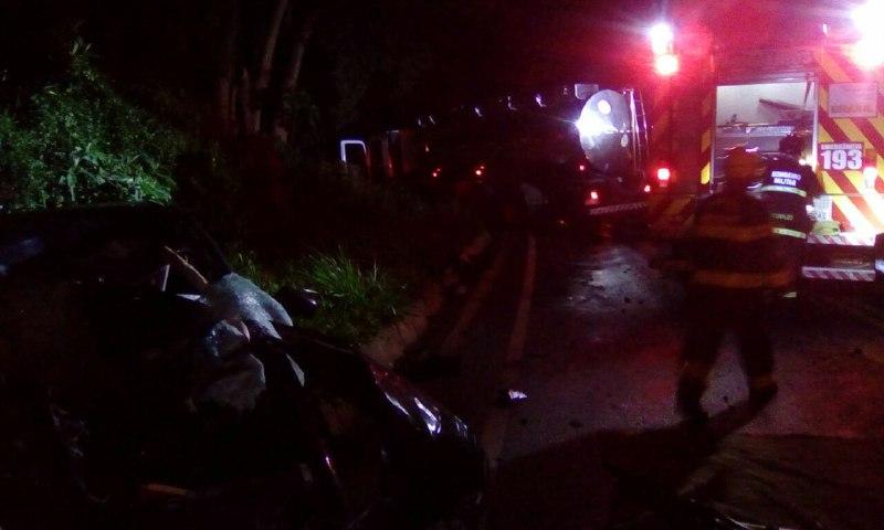 Motorista morre em acidente entre carro e caminhão na SC-283