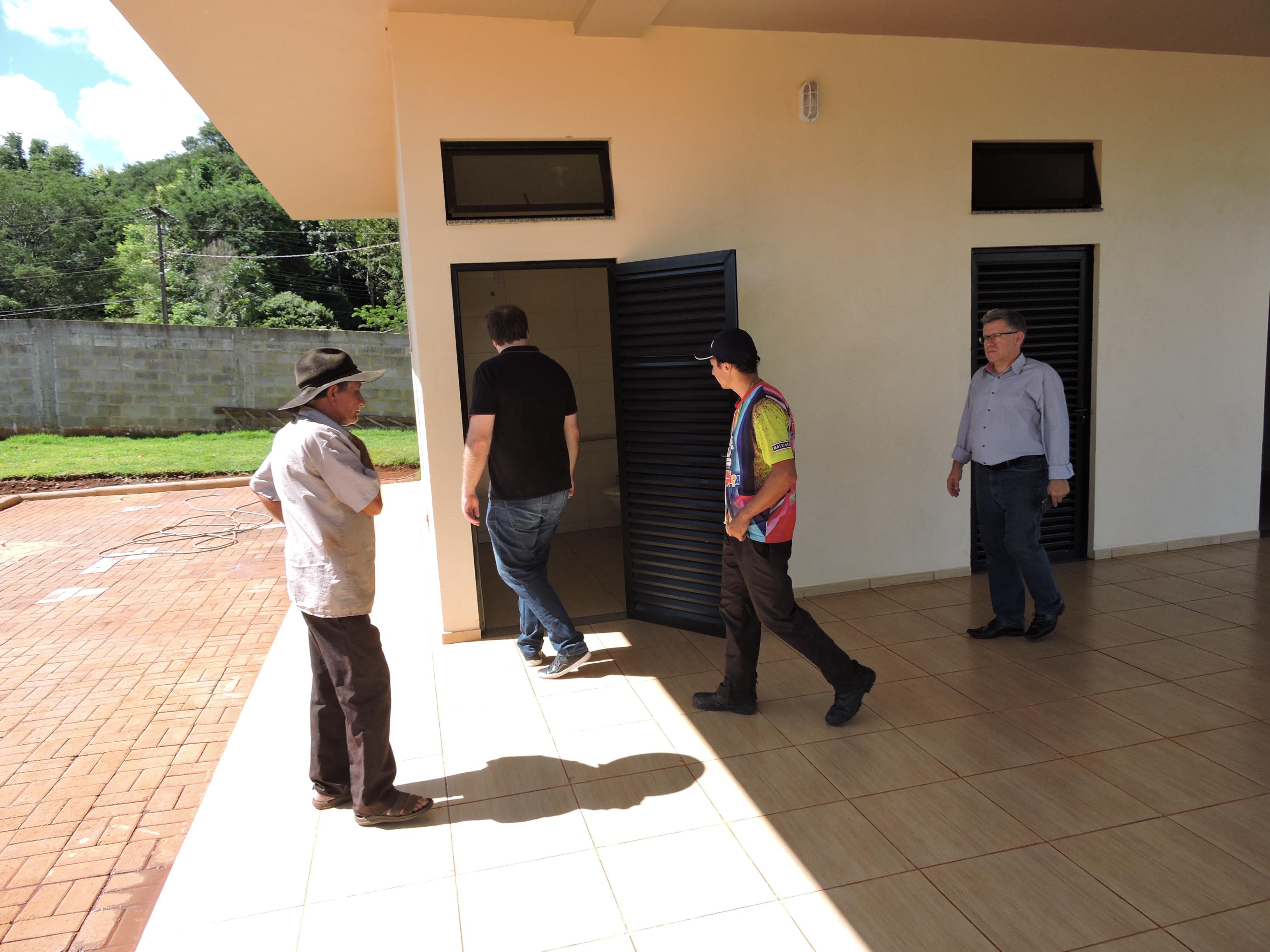 Secretaria de Administração vistoria cemitérios de São Miguel do Oeste
