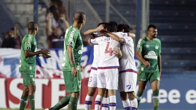 Vídeo: Chape perde mais uma e é eliminada da Libertadores pelo Nacional