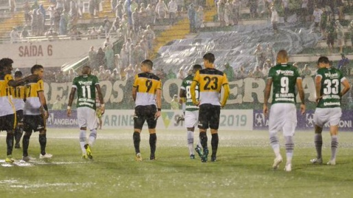 Em noite chuvosa, Chape vence Criciúma pelo Catarinense