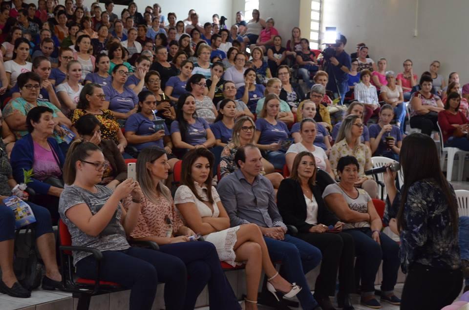 Palestra em homenagem ao Dia da Mulher reuniu mais de 400 participantes