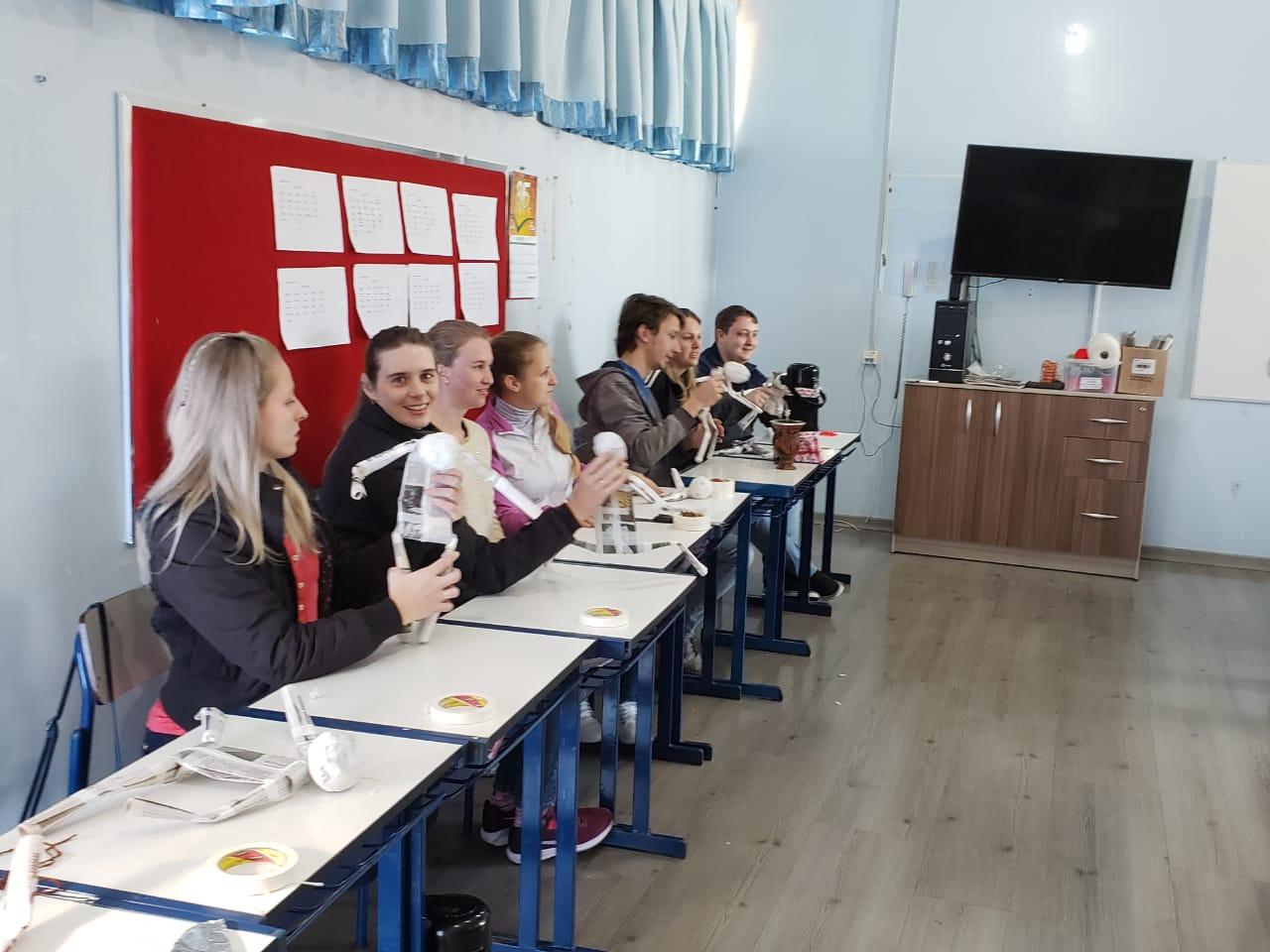 Estudantes e professores de Iporã do Oeste participam de oficinas de teatro e contação de histórias