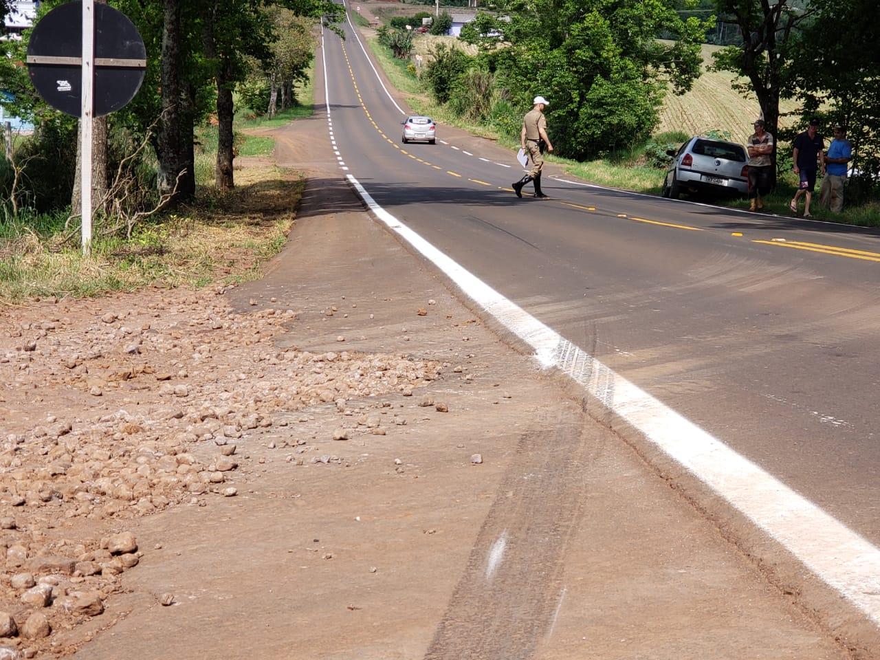 Saída de pista é registrada na SC 163 em Iporã do Oeste