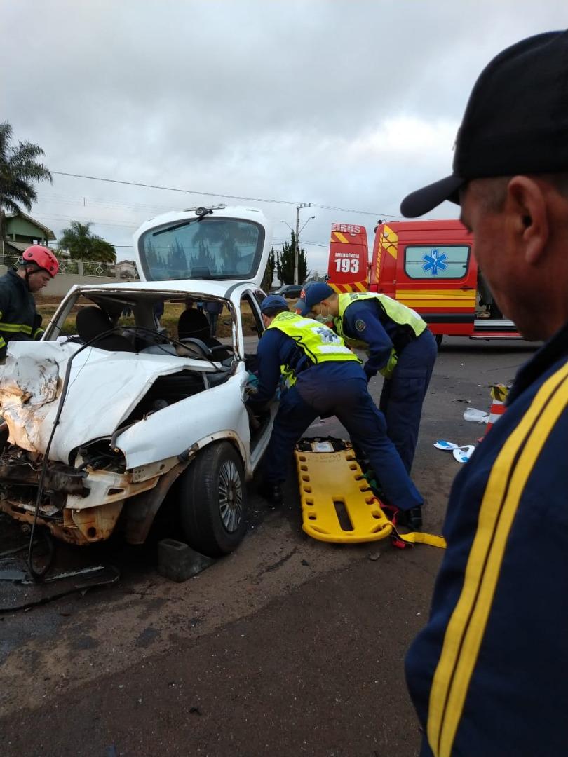 Colisão entre três veículos deixa mortos e feridos na BR-282