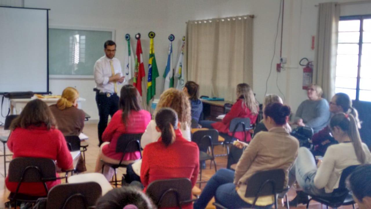 Polícia Civil ministra palestra sobre drogas em curso de pós-graduação da UNOESC em Iporã do Oeste