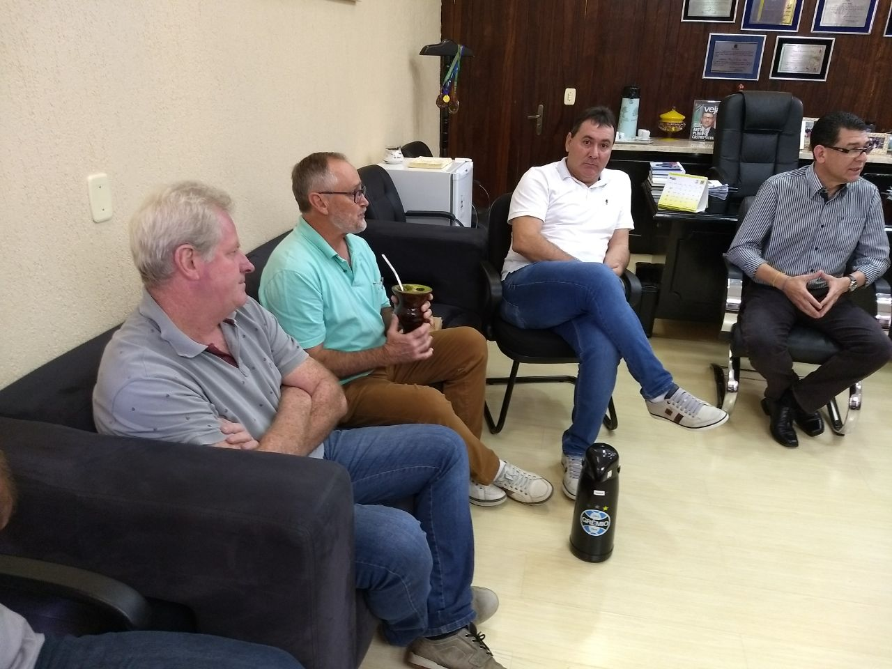 Prefeitos se reúnem para debater projeto de recolha de animais mortos