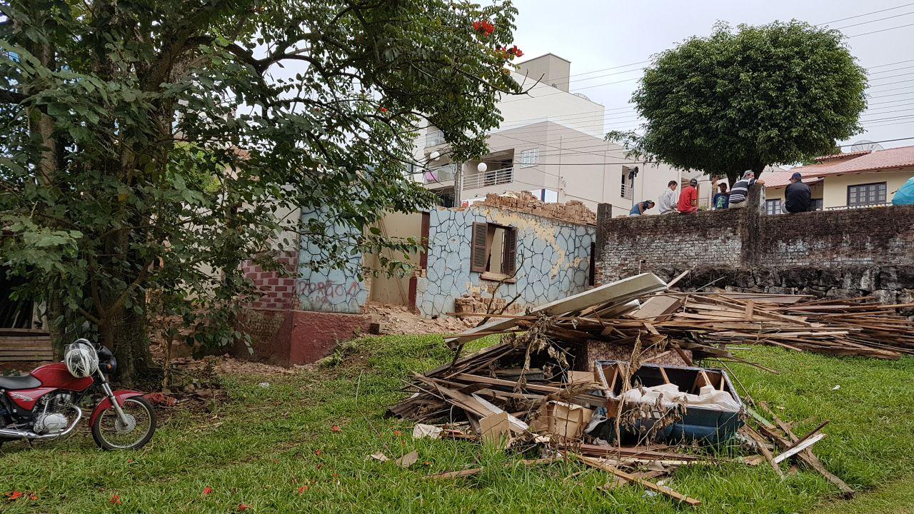 Primeira prefeitura de Itapiranga está sendo desmanchada