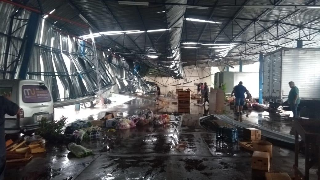 Temporal causa estragos e deixa uma pessoa ferida em Foz do Iguaçu