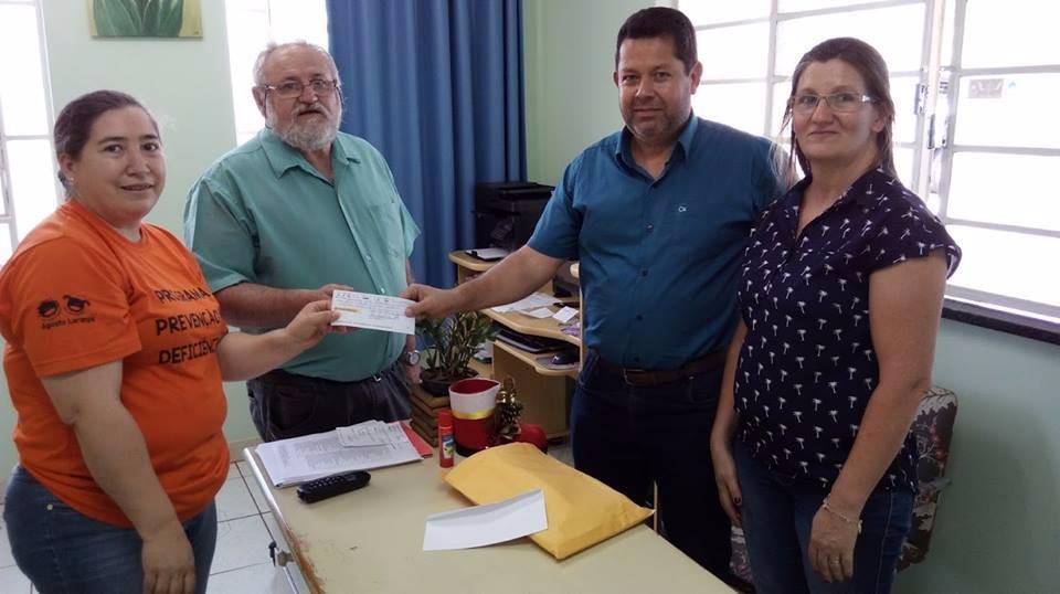 Vereador doa o salário do mês para a APAE   de Quilombo