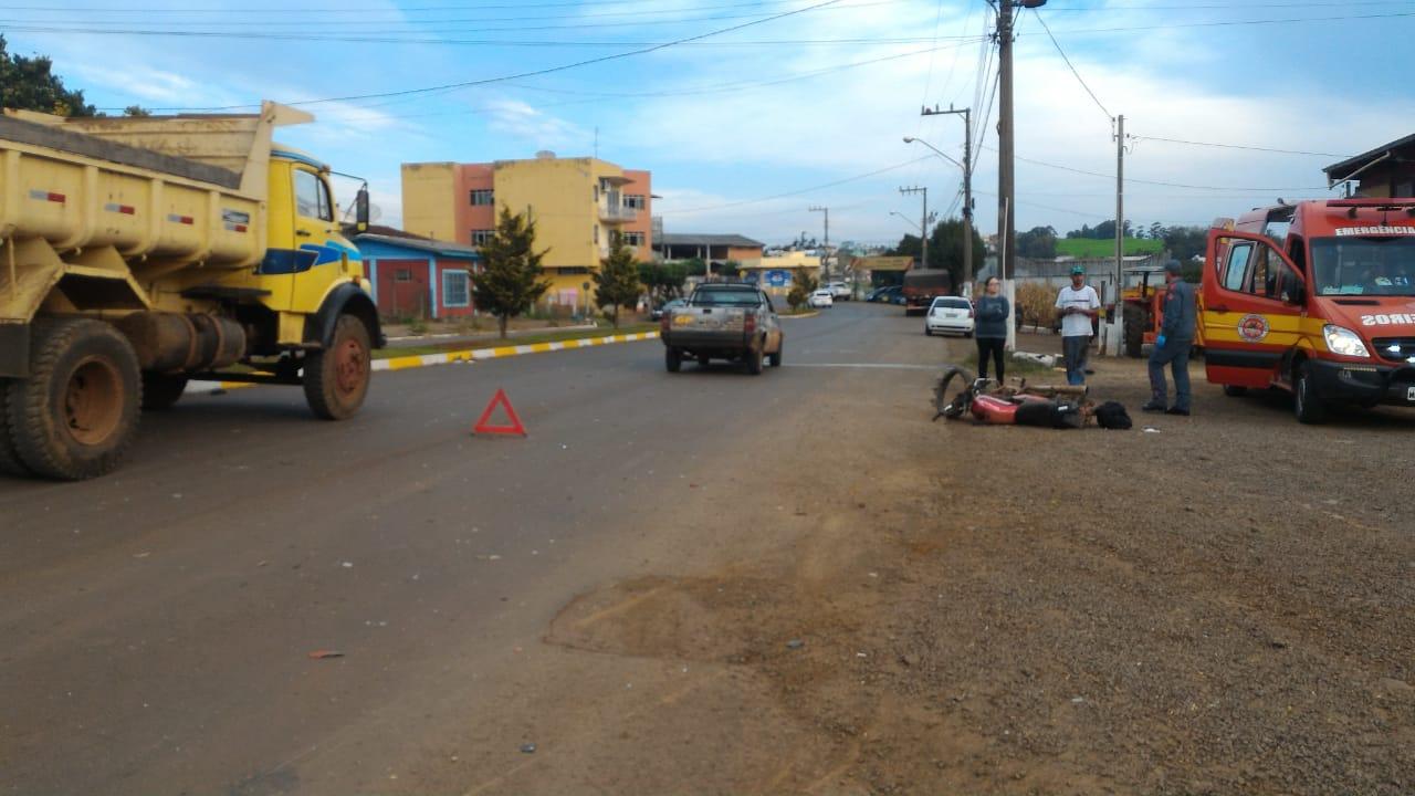 Colisão frontal deixa motociclista gravemente ferido em Cunha Porã