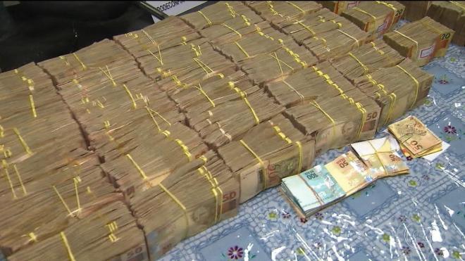 Catarinenses são presos em São Paulo com quase R$ 2 milhões em veículo