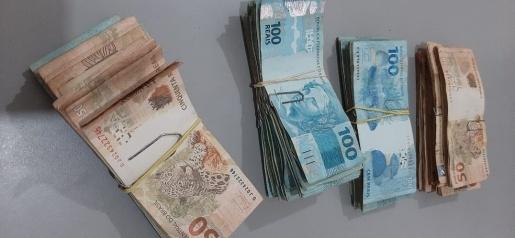 Catadores acham mais de R$ 35 mil em cofre deixado para sucata pela PC, e devolvem