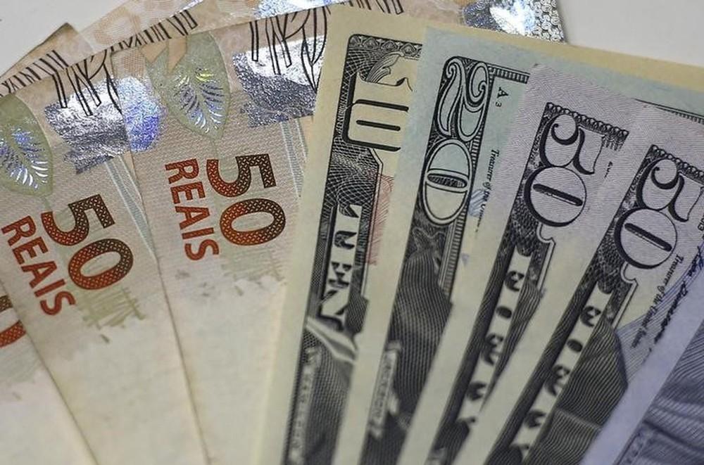Dólar tem queda e chega a 3,70
