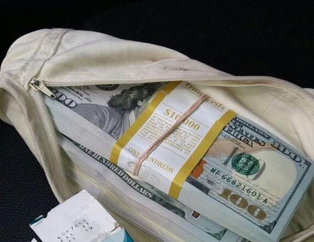 Homem é preso com 20 mil dólares na cueca em Santa Catarina