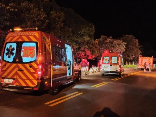 Colisão entre motos deixas três pessoas feridas