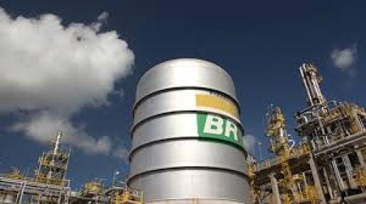 Petrobras reduz em 3% preço da gasolina nas refinarias
